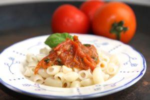 makaroner-m-tomat-basilikasås